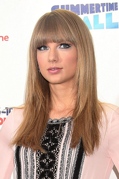 Taylor Swift Long Straight Hairstyles with Bangs