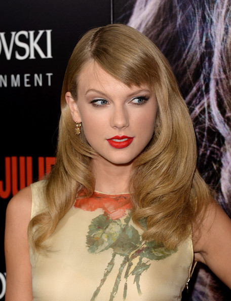 Taylor Swift Long Wavy Hairstyles with Bangs