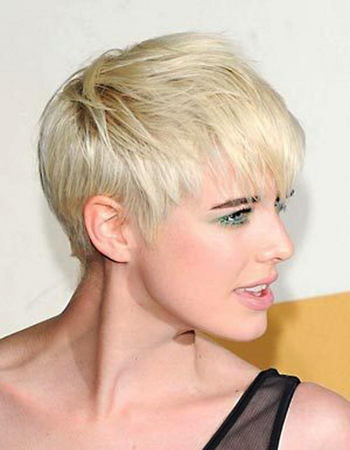 Фото коротких женских простых стрижек на короткие волосы